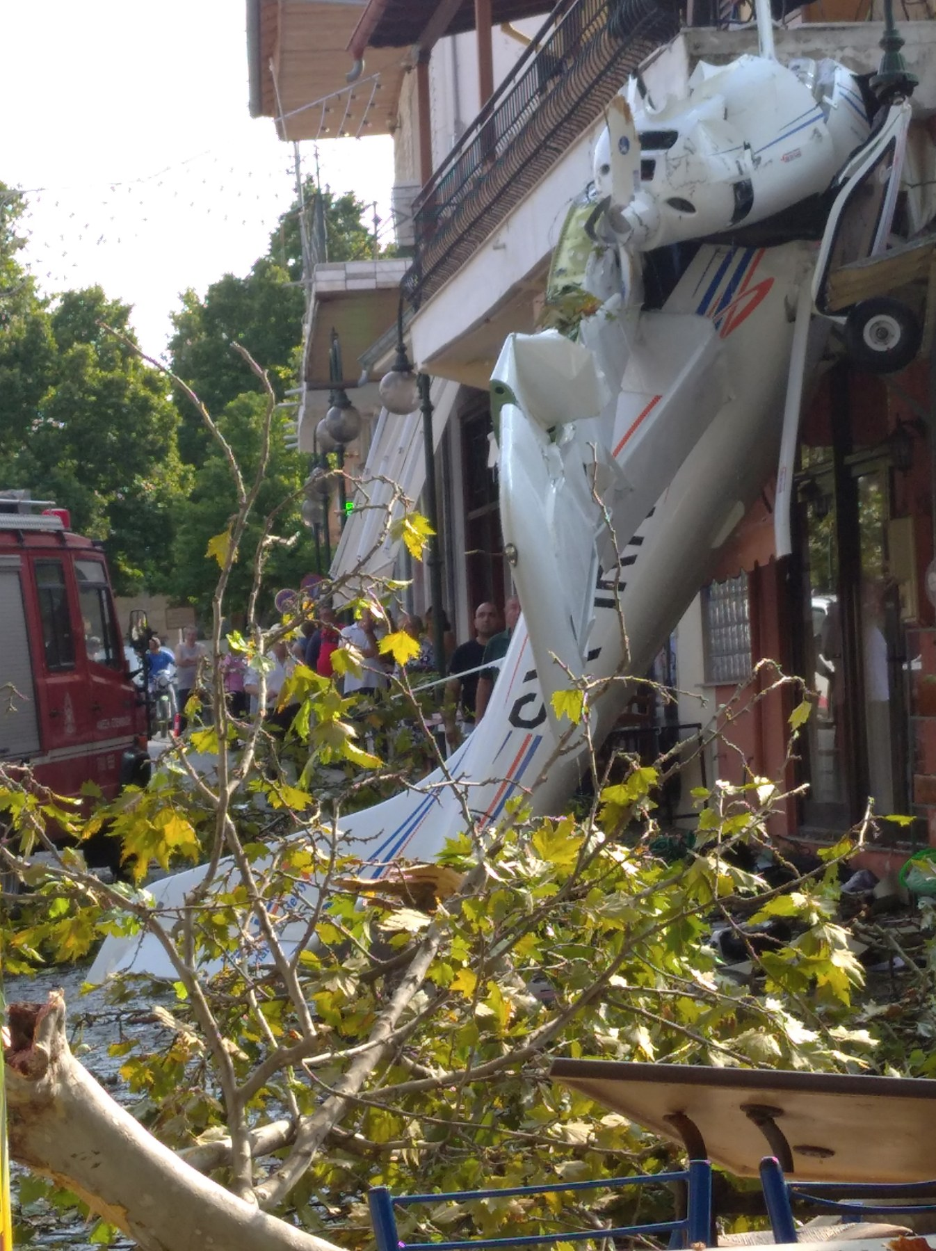 Έπεσε μονοκινητήριο αεροσκάφος μέσα στο χωριό Πρώτη Σερρών... (ΒΙΝΤΕΟ)