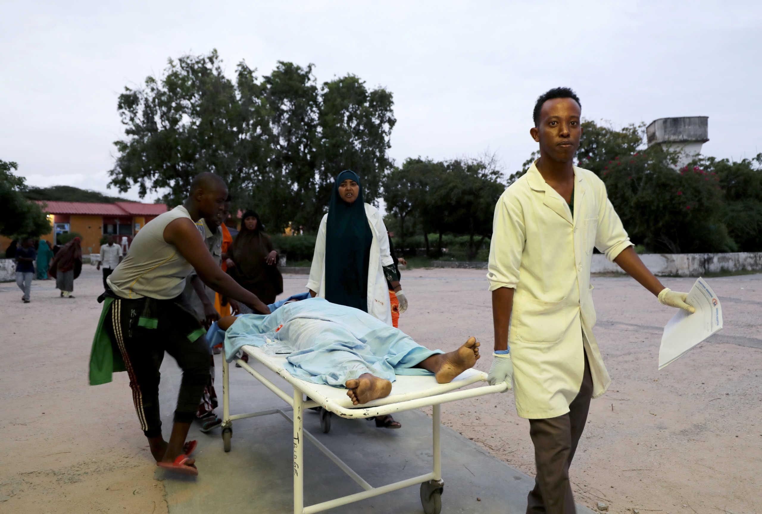 Μακελειό στη Σομαλία – Τουλάχιστον πέντε νεκροί από έκρηξη σε ξενοδοχείο
