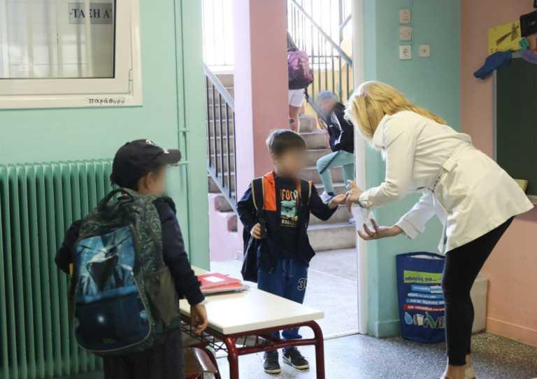 Κορονοϊός: Διχασμένοι οι λοιμωξιολόγοι για το άνοιγμα των σχολείων στις 8 Ιανουαρίου