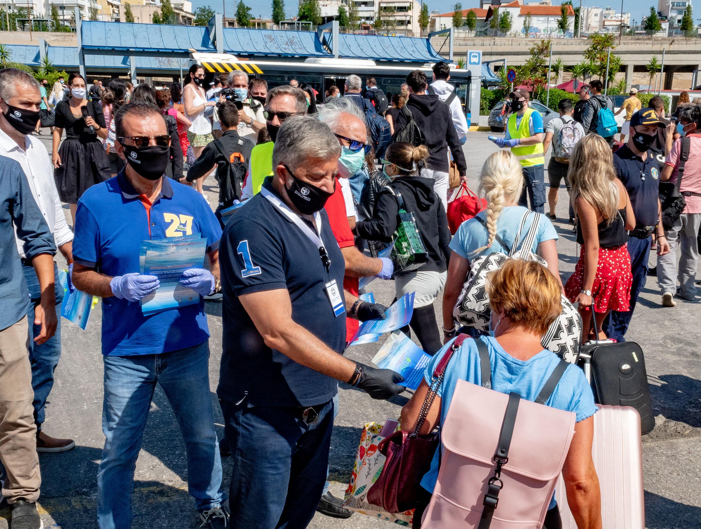 Κορονοϊός: Πάνω από 300 ταξιδιώτες ελέγχθηκαν επιστρέφοντας στα λιμάνια του Πειραιά και της Ραφήνας
