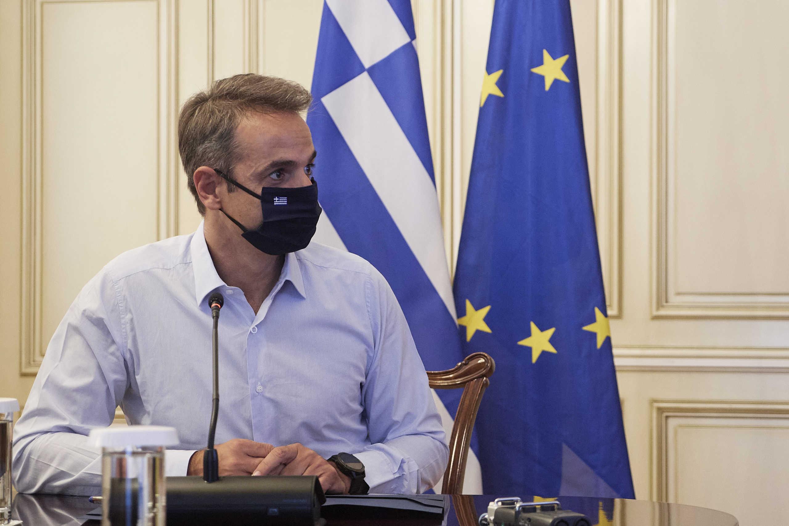 Τηλεδιάσκεψη Μητσοτάκη για τον κορονοϊό: Συναγερμός για τα κρούσματα σε νέους – Λεπτομερείς οδηγίες για το πού χρειάζεται μάσκα ζήτησε ο πρωθυπουργός