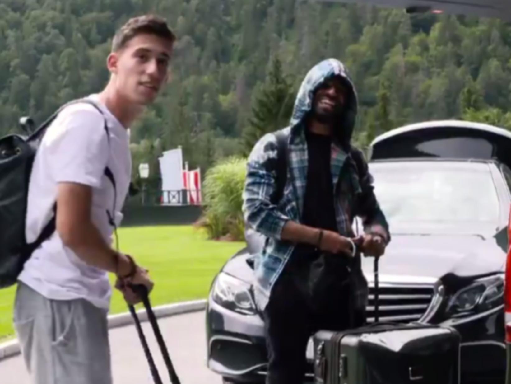 """""""Αχώριστοι"""" Τσιμίκας και Σαλάχ: Έφθασαν μαζί και στην Αυστρία (video)"""