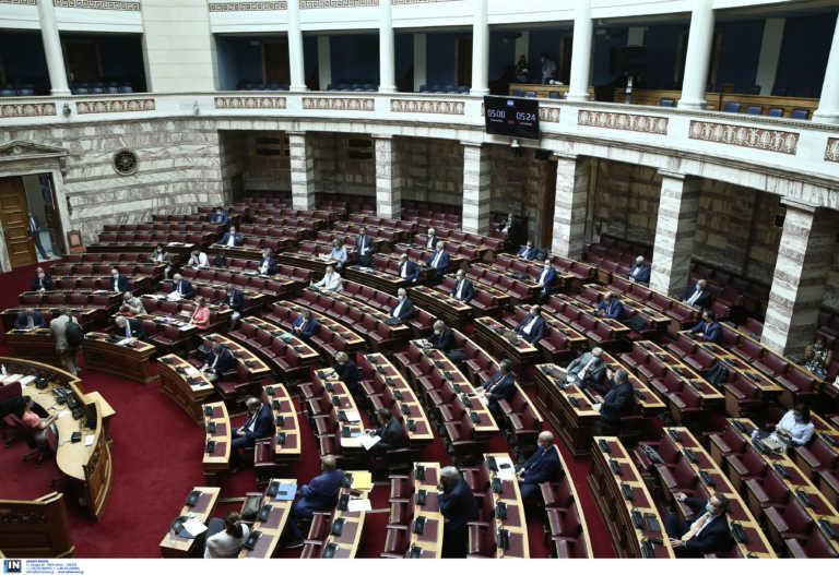 """Έτσι """"κλείδωσε"""" να γίνει η τριήμερη διαδικασία πρότασης δυσπιστίας για Σταϊκούρα στην Βουλή"""