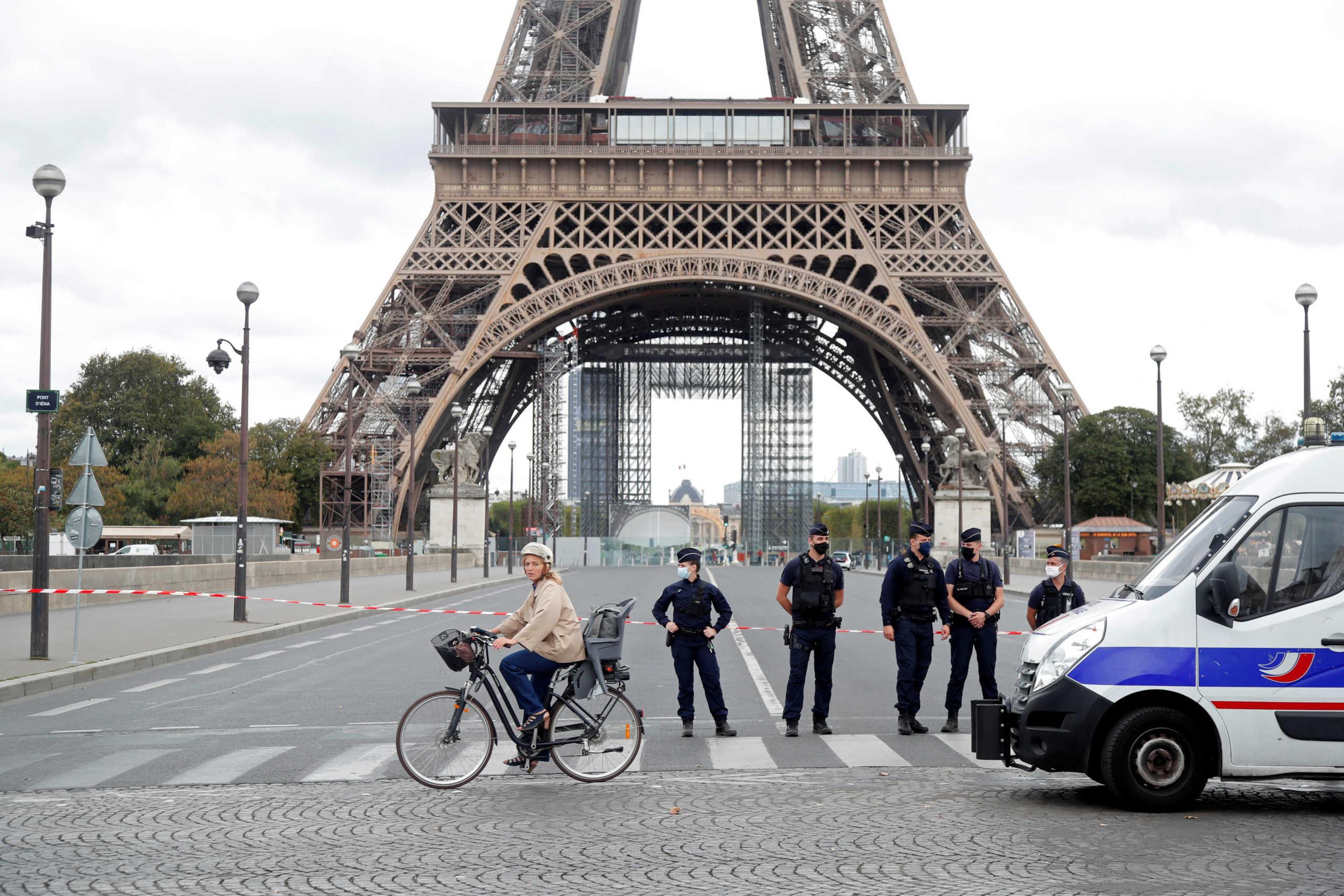 Εκκενώνεται ο Πύργος του Άιφελ: Συναγερμός μετά από τηλεφώνημα για βόμβα