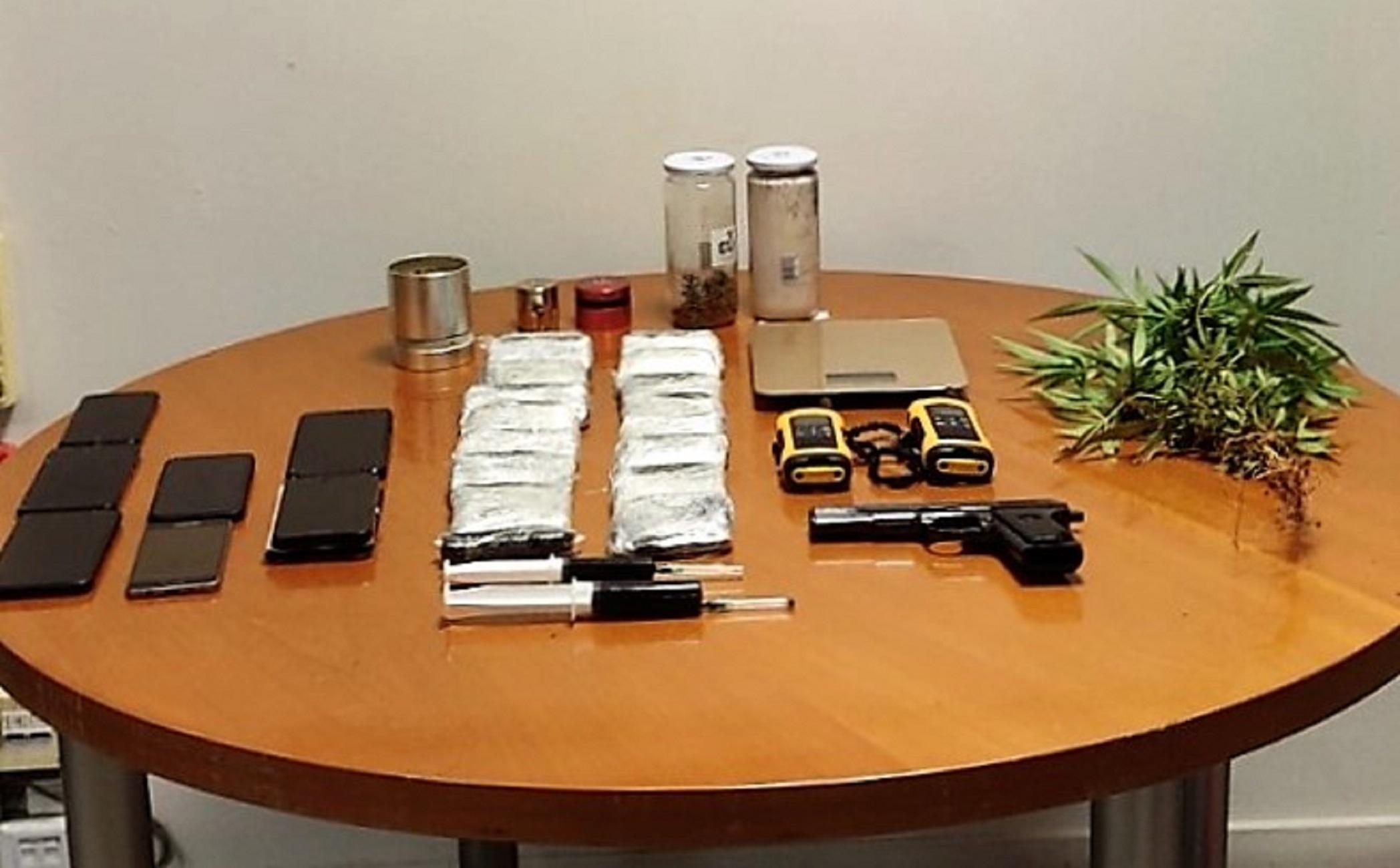 Τρεις συλλήψεις για ναρκωτικά στη Βάρη