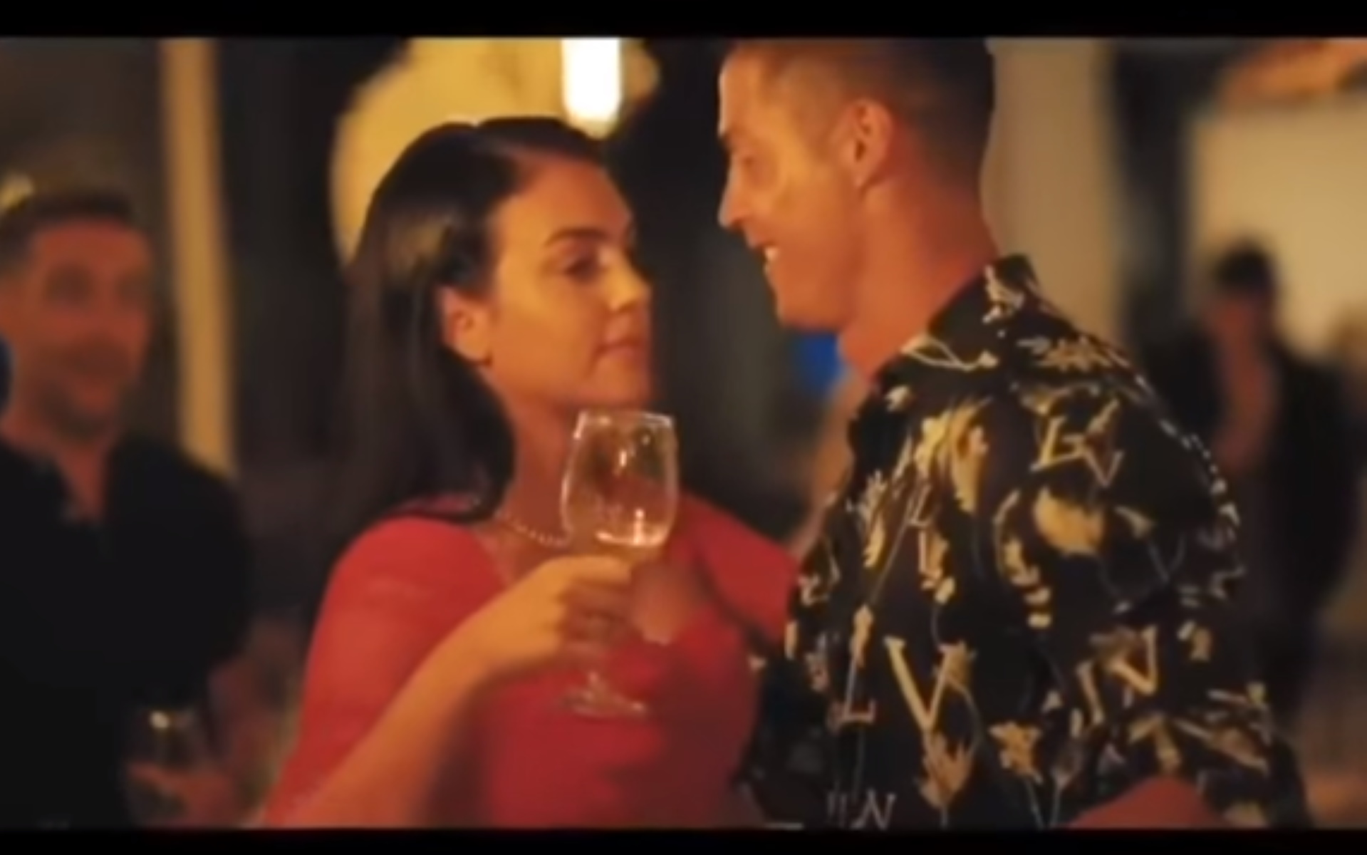 Ο Ρονάλντο και η σέξι σύζυγός του χαλαρώνουν στο Nammos στο Ντουμπάι (video)