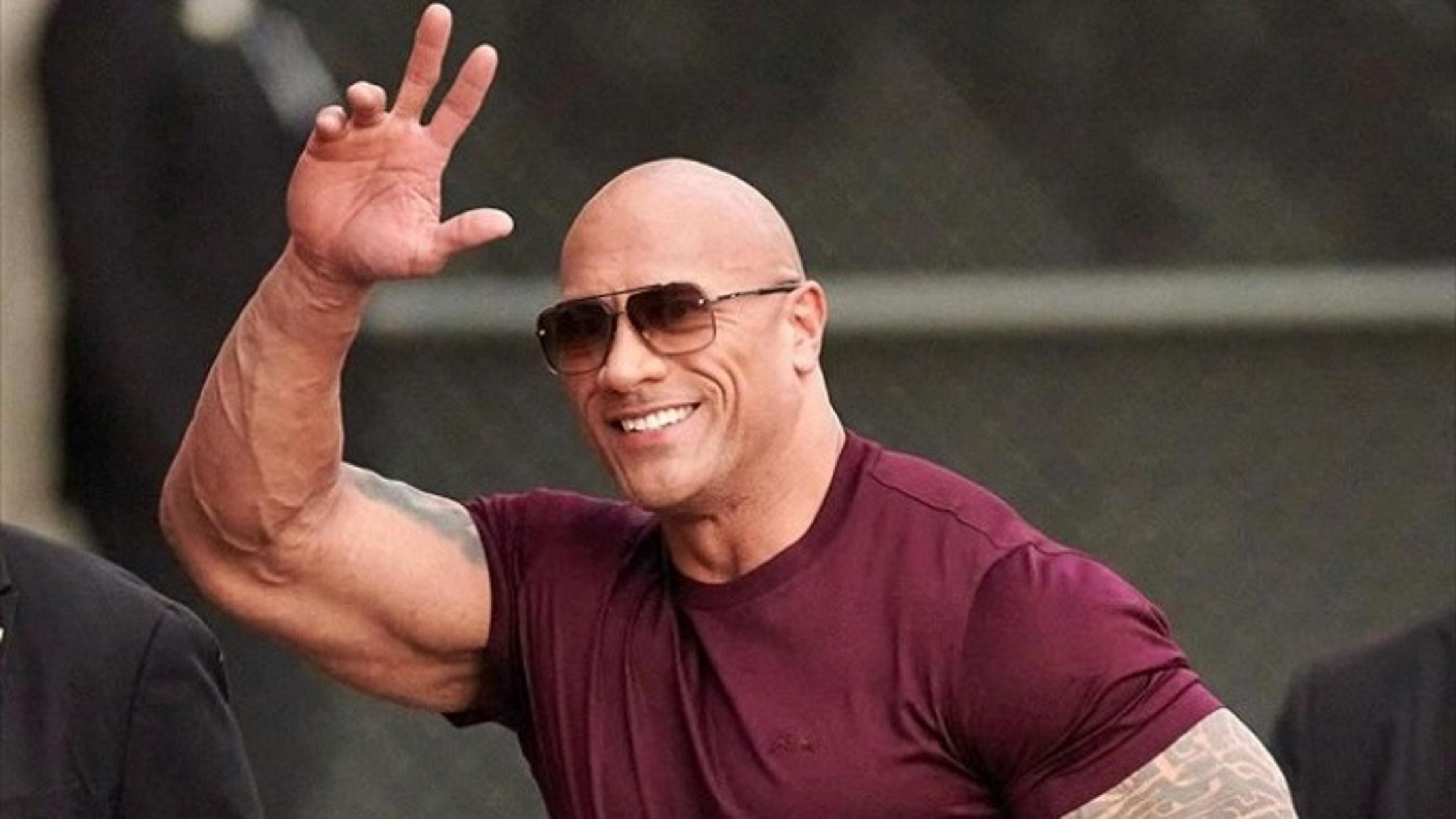 Συγκίνησε ο «Rock»: Χάρισε αμάξι 30.000 δολαρίων στον άνθρωπο που τον μάζεψε όταν ήταν άστεγος (video)
