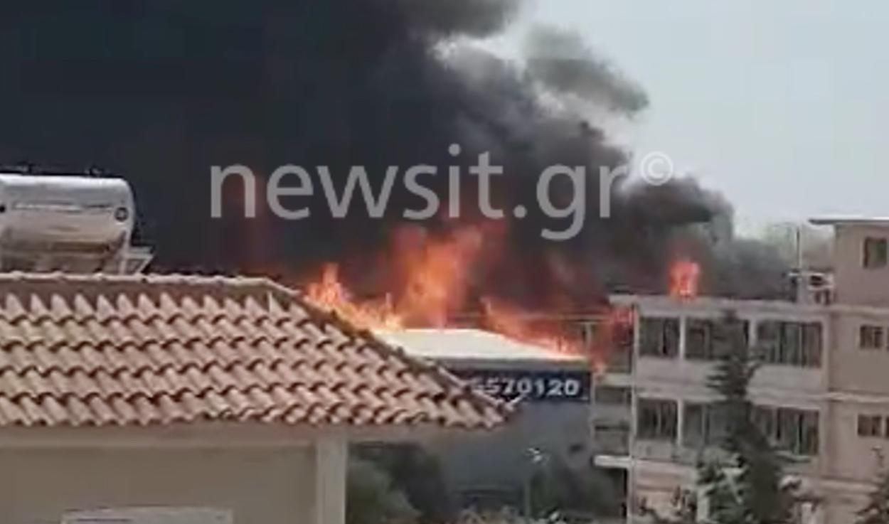 Μεγάλη φωτιά στον Ασπρόπυργο και αποπνικτική ατμόσφαιρα – Κλειστοί δρόμοι (pics, video)