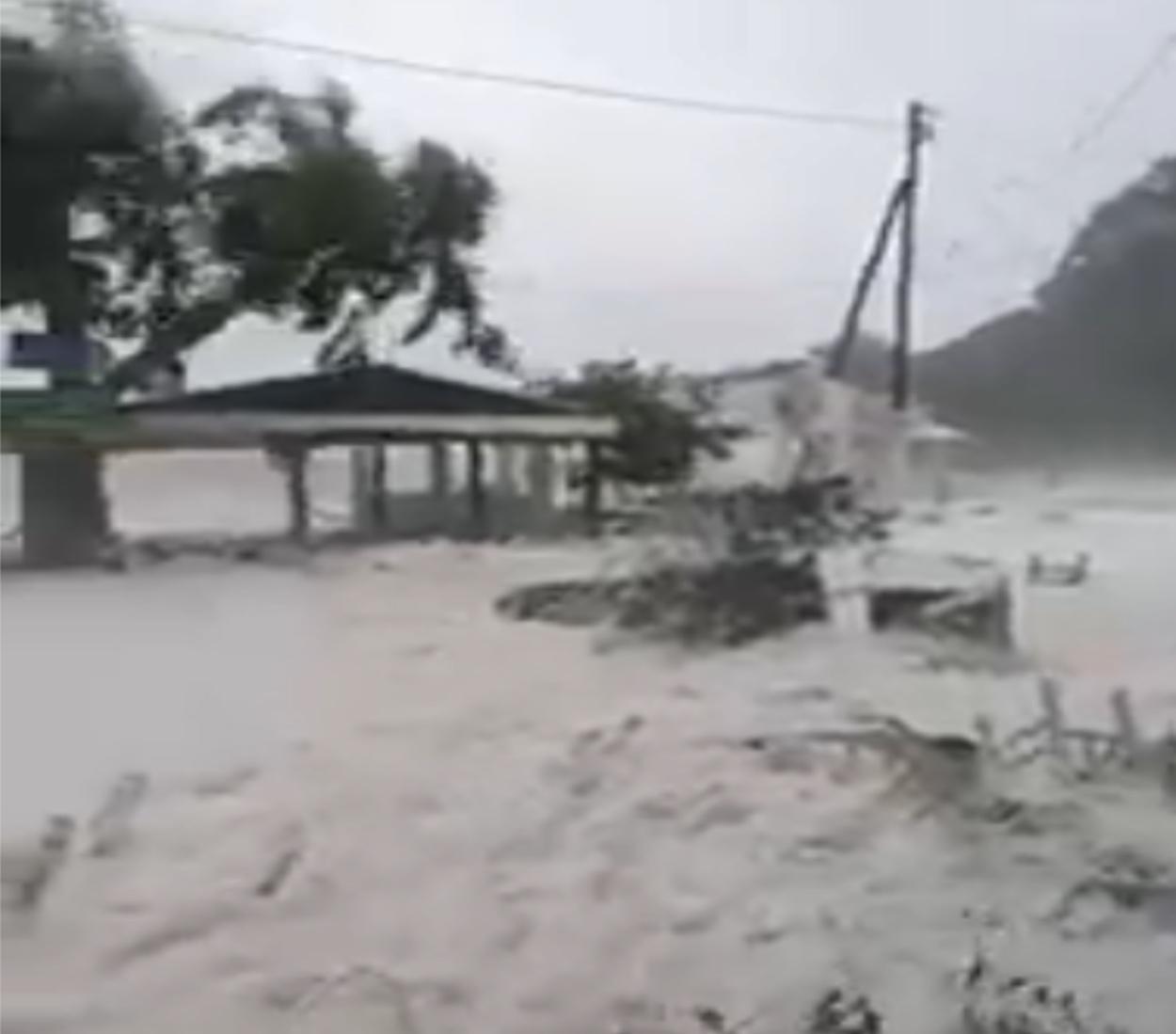 Ιθάκη – Ιανός: Νέες εικόνες καταστροφής! Γέμισαν αφρούς οι Φρίκες – Το φαινόμενο καπουτσίνο (video)