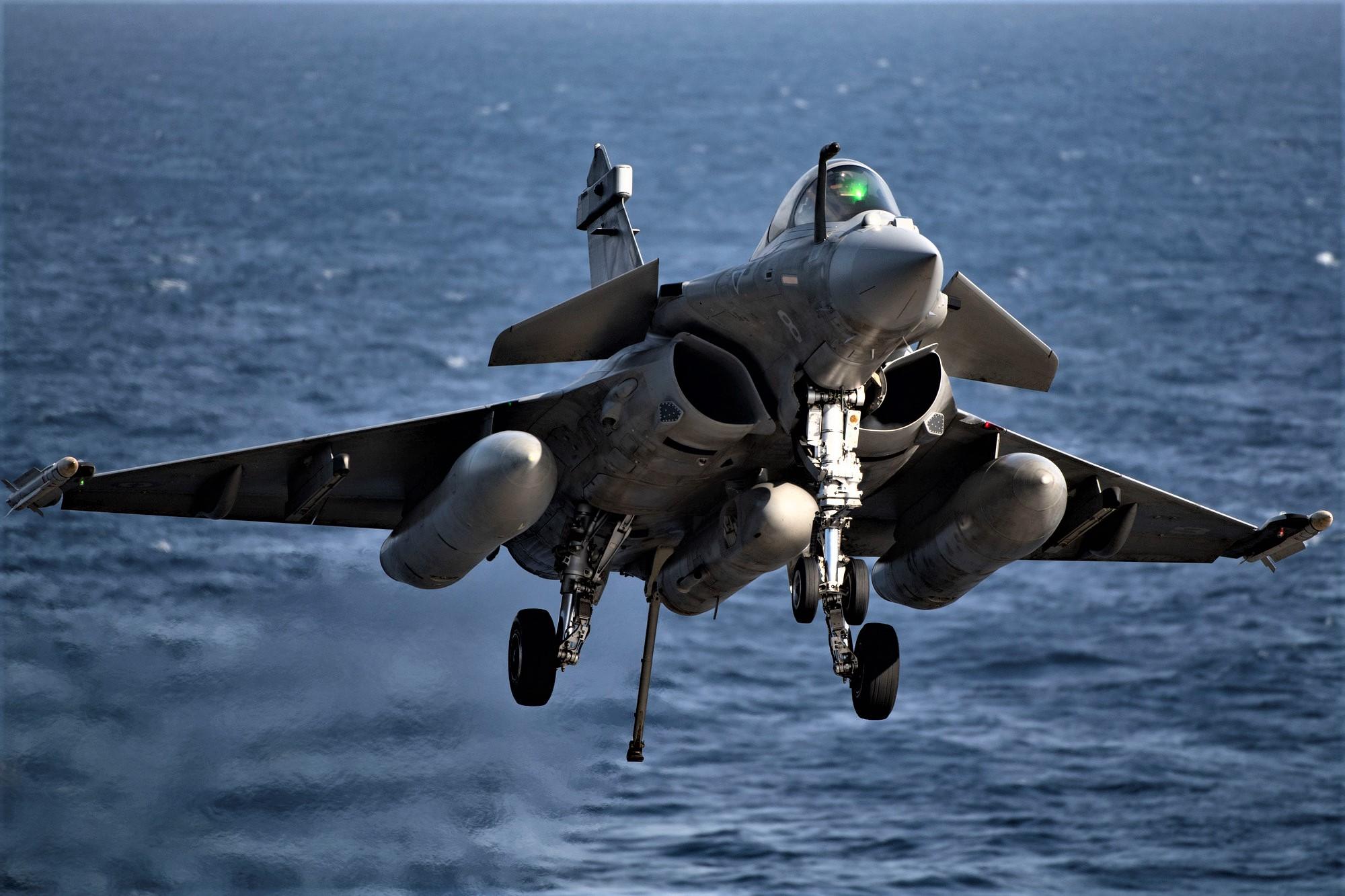 """Ελβετία: Δημοψήφισμα για το αν θα αγοράσουν μαχητικά αεροσκάφη! """"Τι τα θέλουμε;"""""""