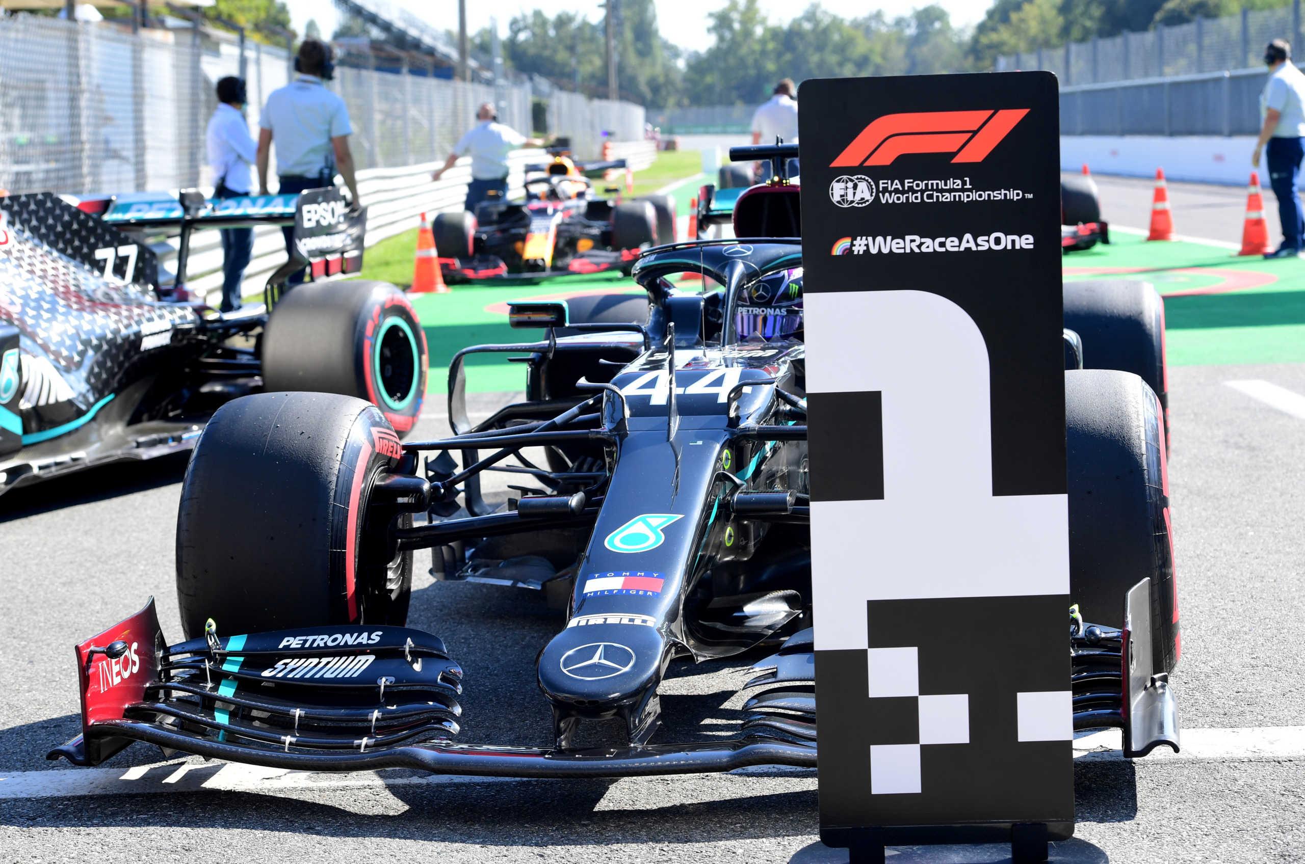 """Formula 1: Πάρτι της Mercedes με 1-2 στο """"σπίτι"""" της Ferrari! Pole position ξανά ο Χάμιλτον"""