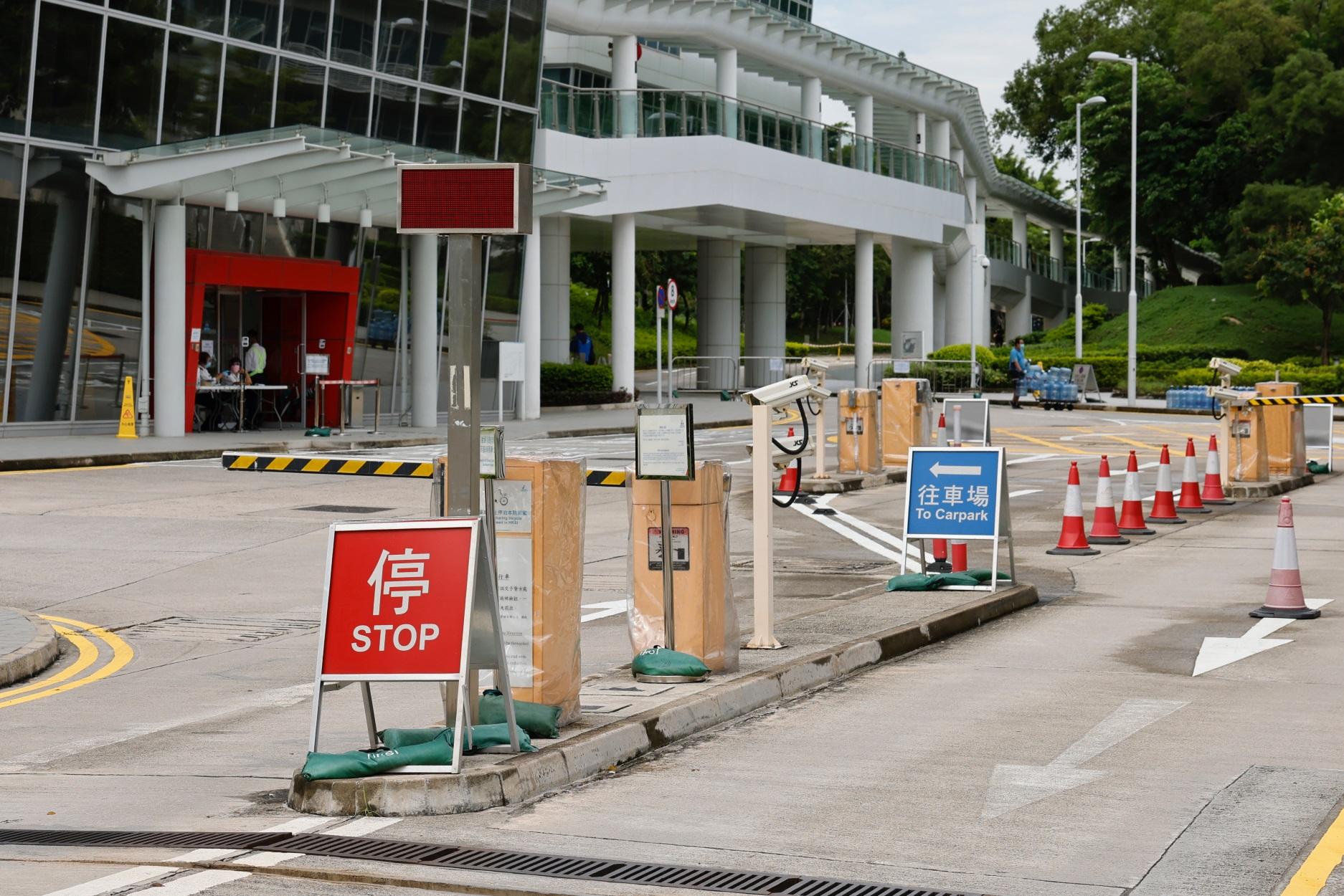 Κορονοϊός: Μετά τα γυμναστήρια ανοίγουν ξανά οι πισίνες και τα μπαρ στο Χονγκ Κονγκ