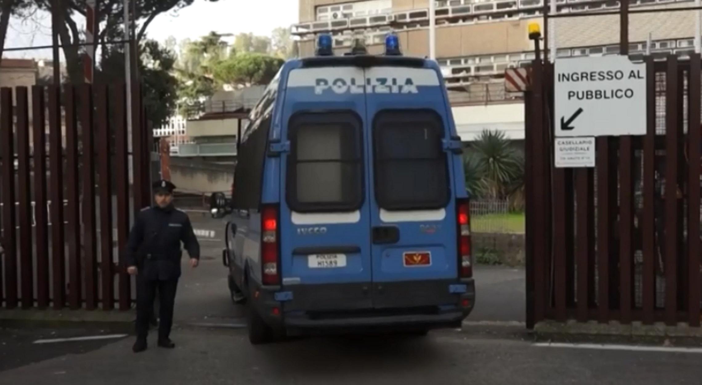 Ιταλία: Σοκ από τη δολοφονία νεαρού παιδιού μεταναστών από ρατσιστές (pics, video)
