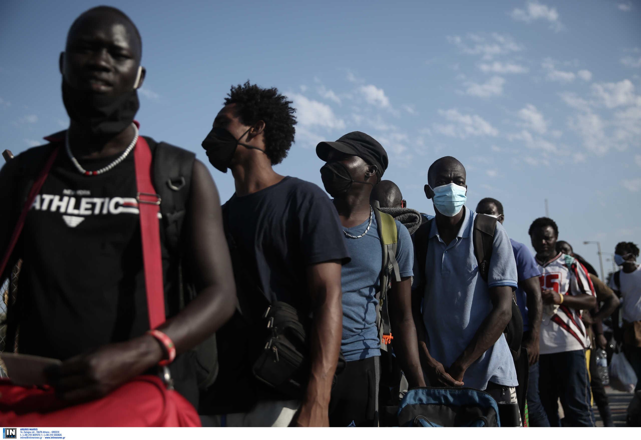 Λέσβος: Χιλιάδες πρόσφυγες παραμένουν στους δρόμους! Άλλα 35 άτομα βρέθηκαν θετικά στον κορονοϊό