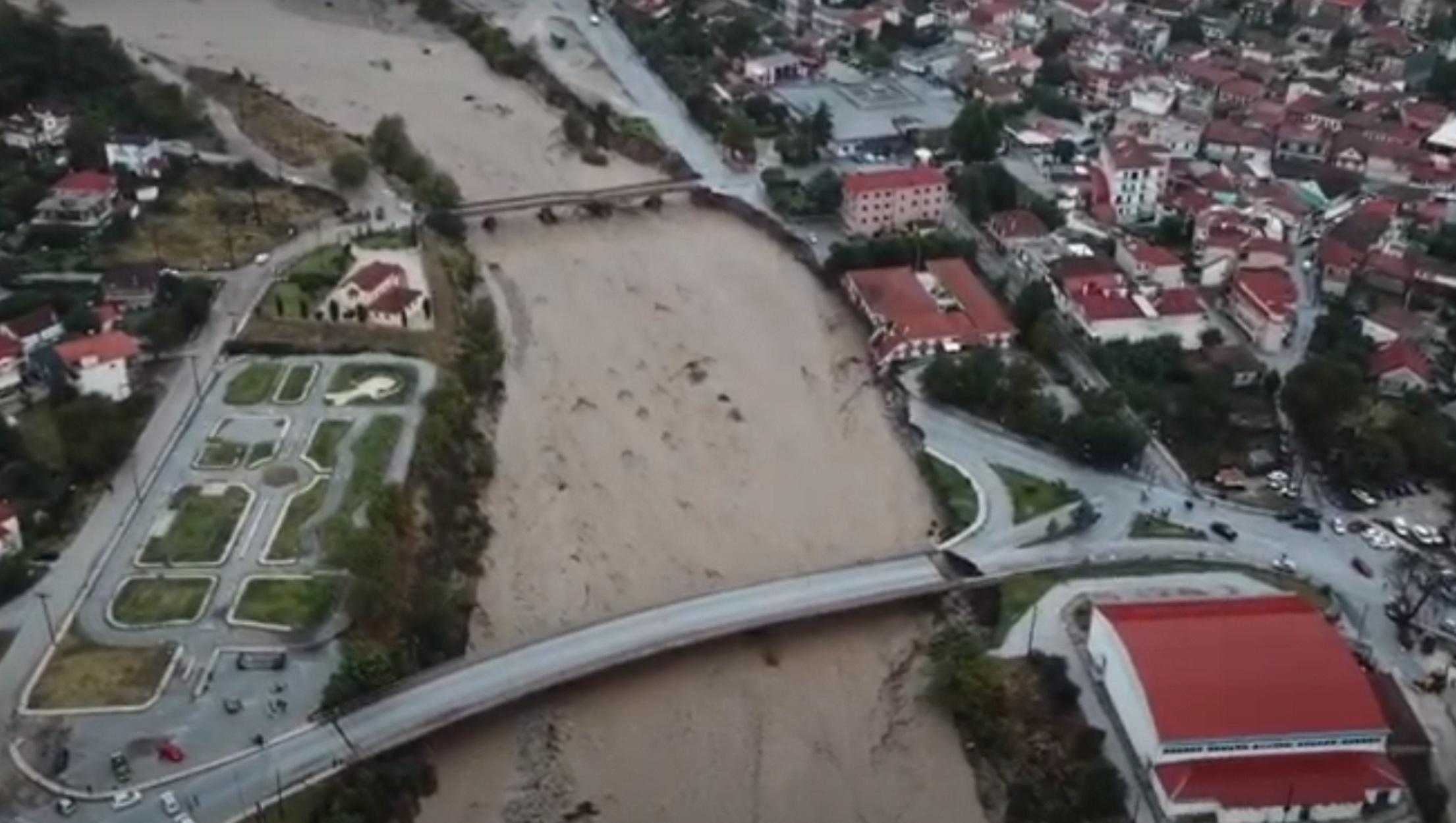 Καρδίτσα – Ιανός: Πλάνα από drone στο πλημμυρισμένο Μουζάκι