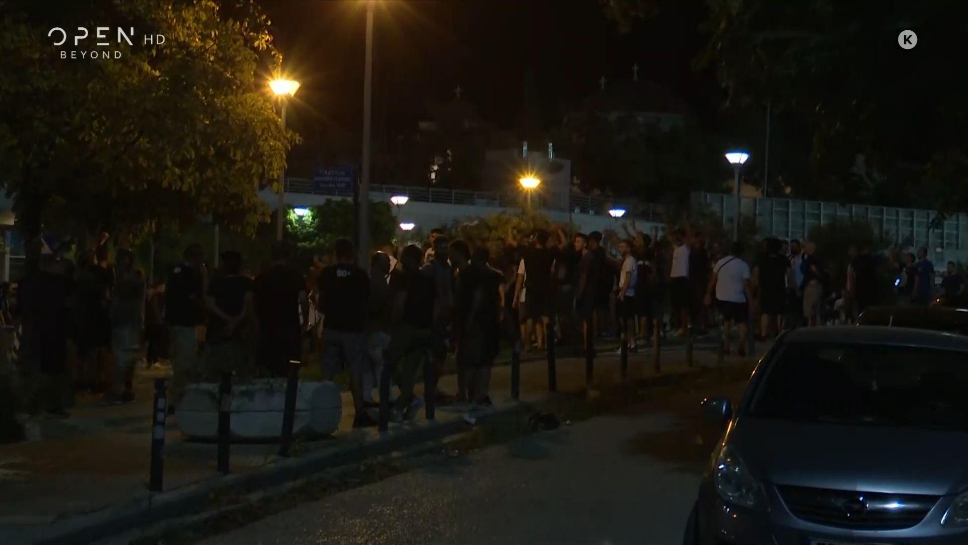 ΠΑΟΚ – Μπενφίκα: Πανηγυρισμοί οπαδών έξω από την Τούμπα (video)