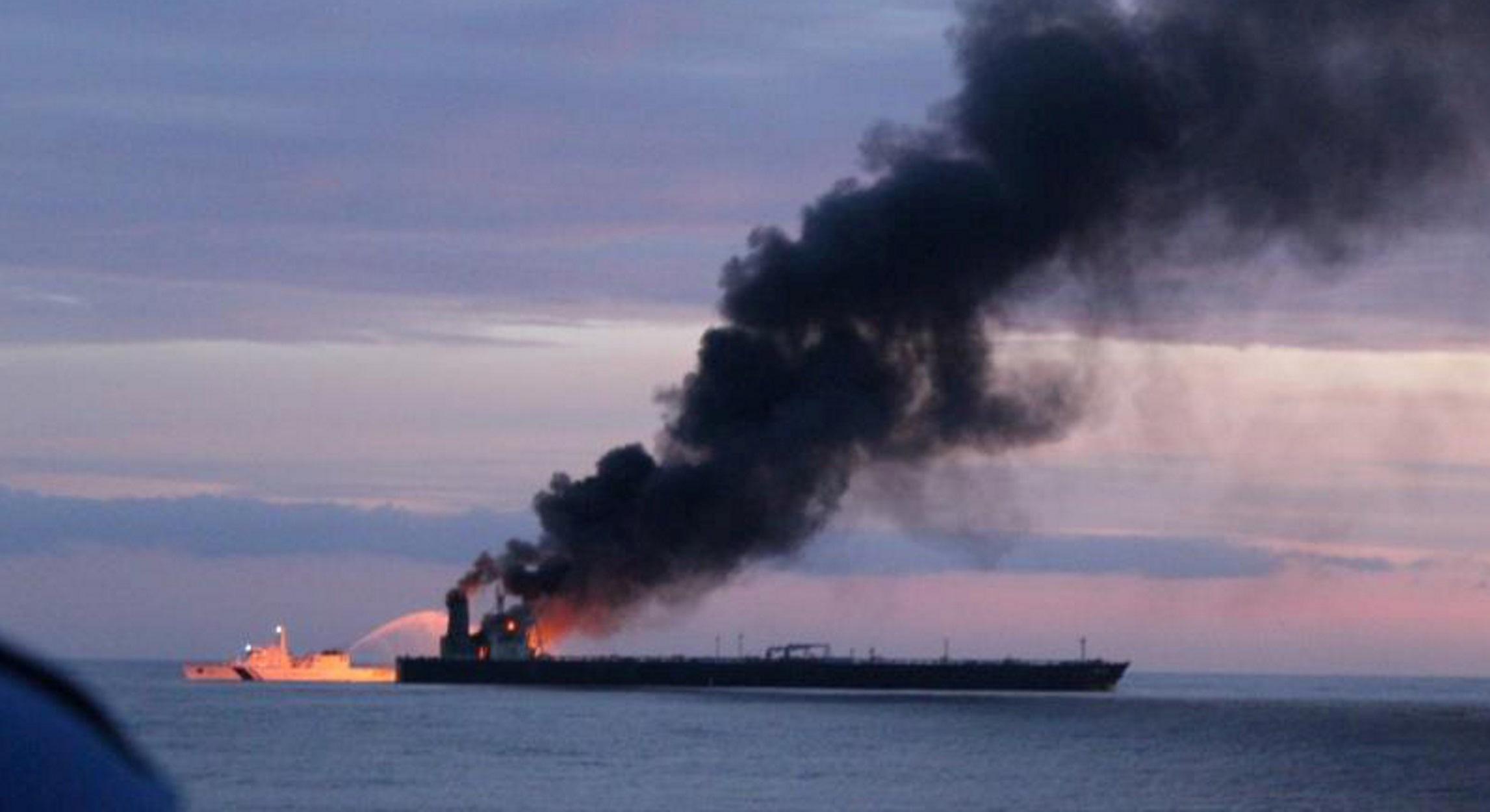 """Σρι Λάνκα: Αναζωπυρώθηκε η φωτιά στο ελληνόκτητο σούπερ πετρελαιοφόρο """"New Diamond"""" (pics, video)"""
