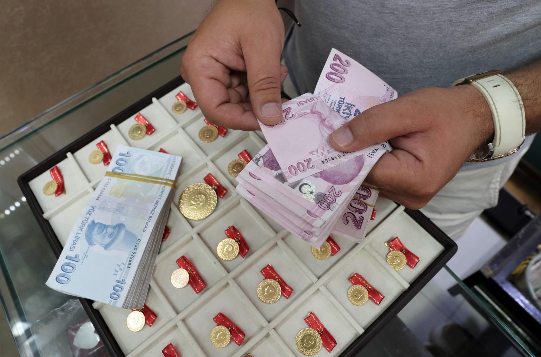 Τουρκία – κρίση: Φεύγουν οι ξένοι επενδυτές και οι εγχώριοι τα δίνουν όλα στο χρηματιστήριο
