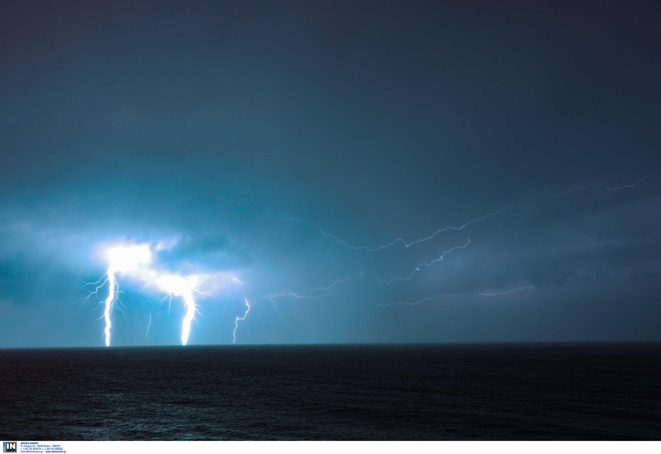 Καιρός: Άνοιξαν οι ουρανοί – Σφοδρές καταιγίδες και 1.600 κεραυνοί μέσα σε λίγες ώρες