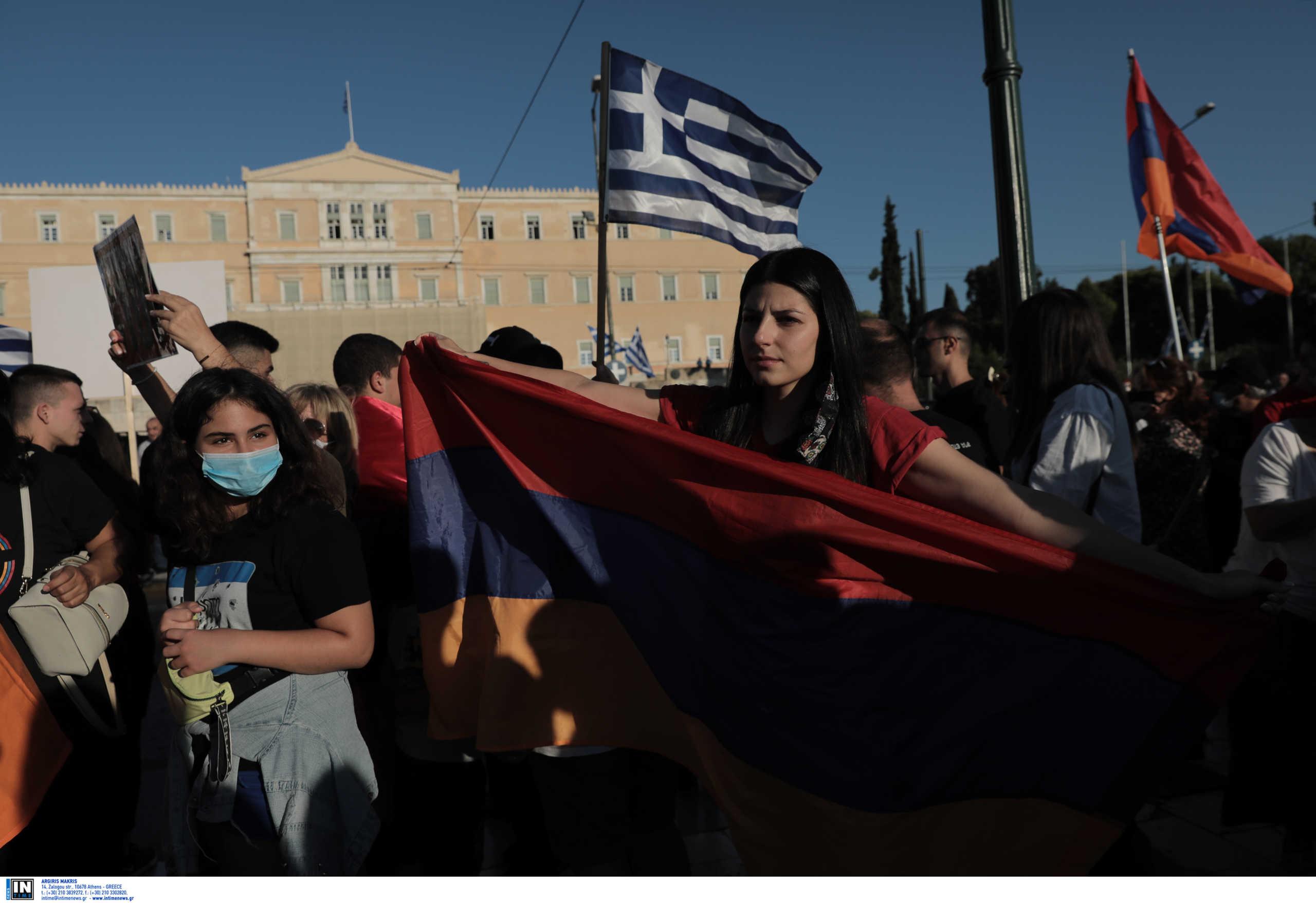 Συγκέντρωση Αρμενίων στο Σύνταγμα κατά των εχθροπραξιών στο Ναγκόρνο Καραμπάχ (pics)