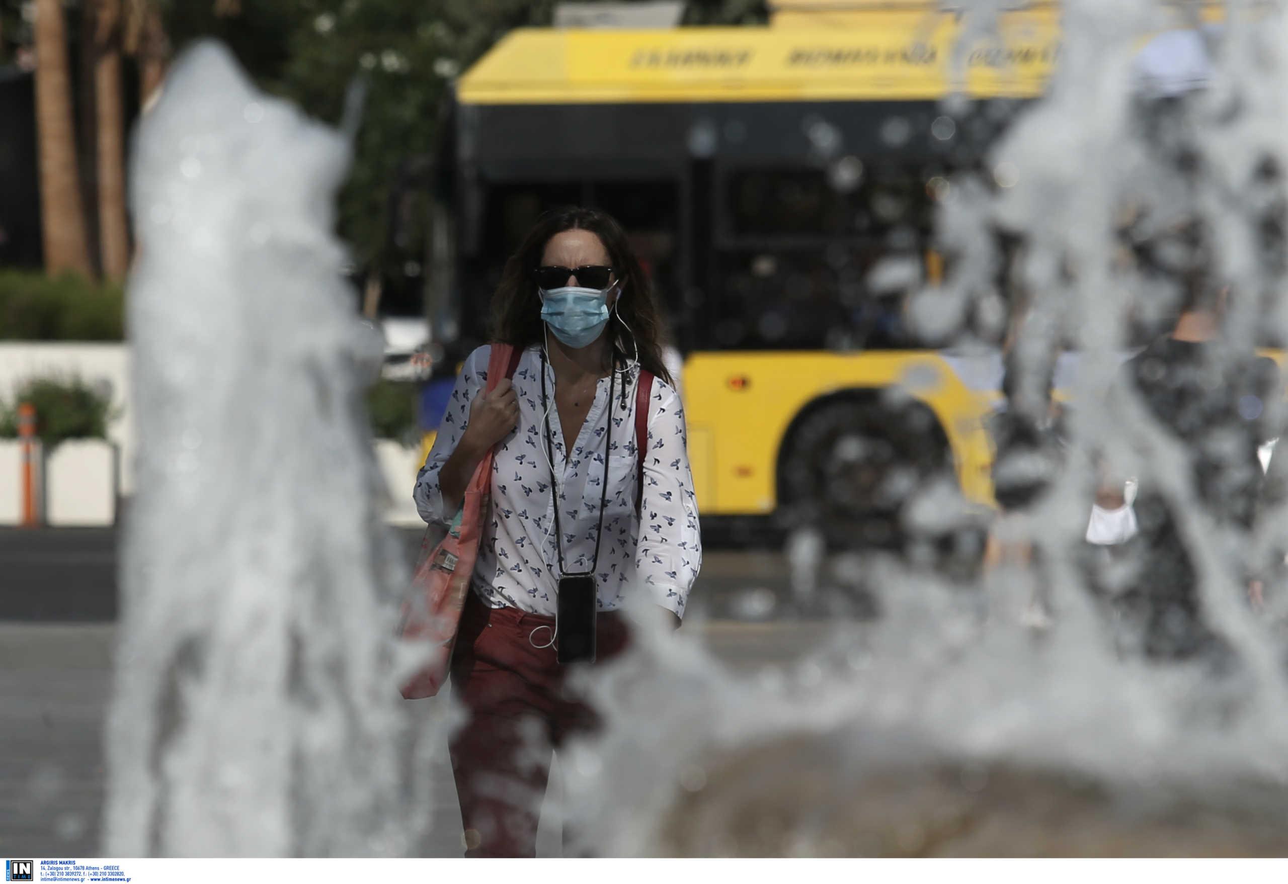 """Κορονοϊός: Στο """"κόκκινο"""" η ανησυχία για Αττική, Θεσσαλονίκη, Σέρρες – Πού εντοπίστηκαν τα 438 νέα κρούσματα"""