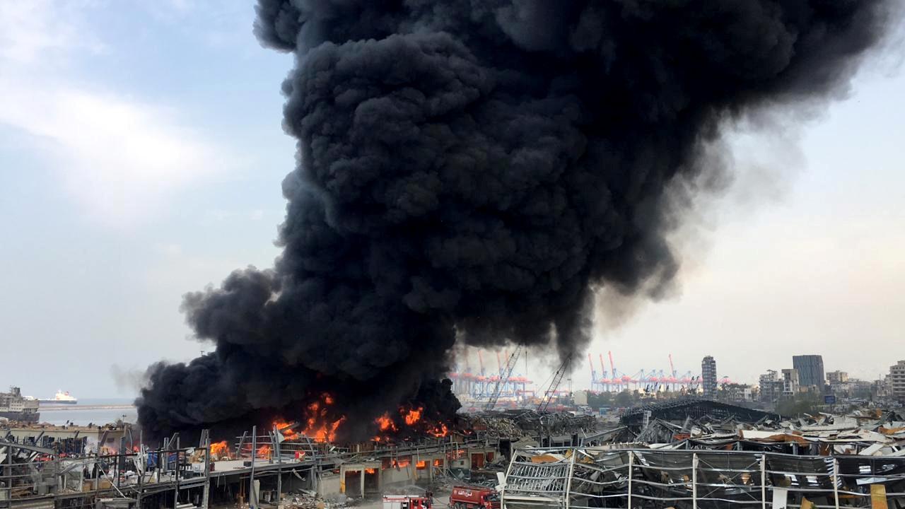 Νέα κόλαση φωτιάς στη Βηρυτό! Μεγάλη φωτιά και μαύροι καπνοί στο λιμάνι