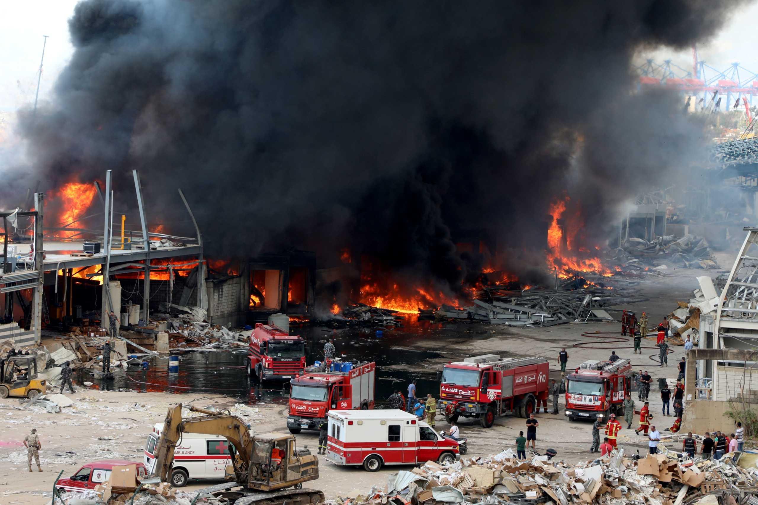 Κάηκε ανθρωπιστική βοήθεια για τη Βηρυτό από τη νέα μεγάλη φωτιά στο λιμάνι