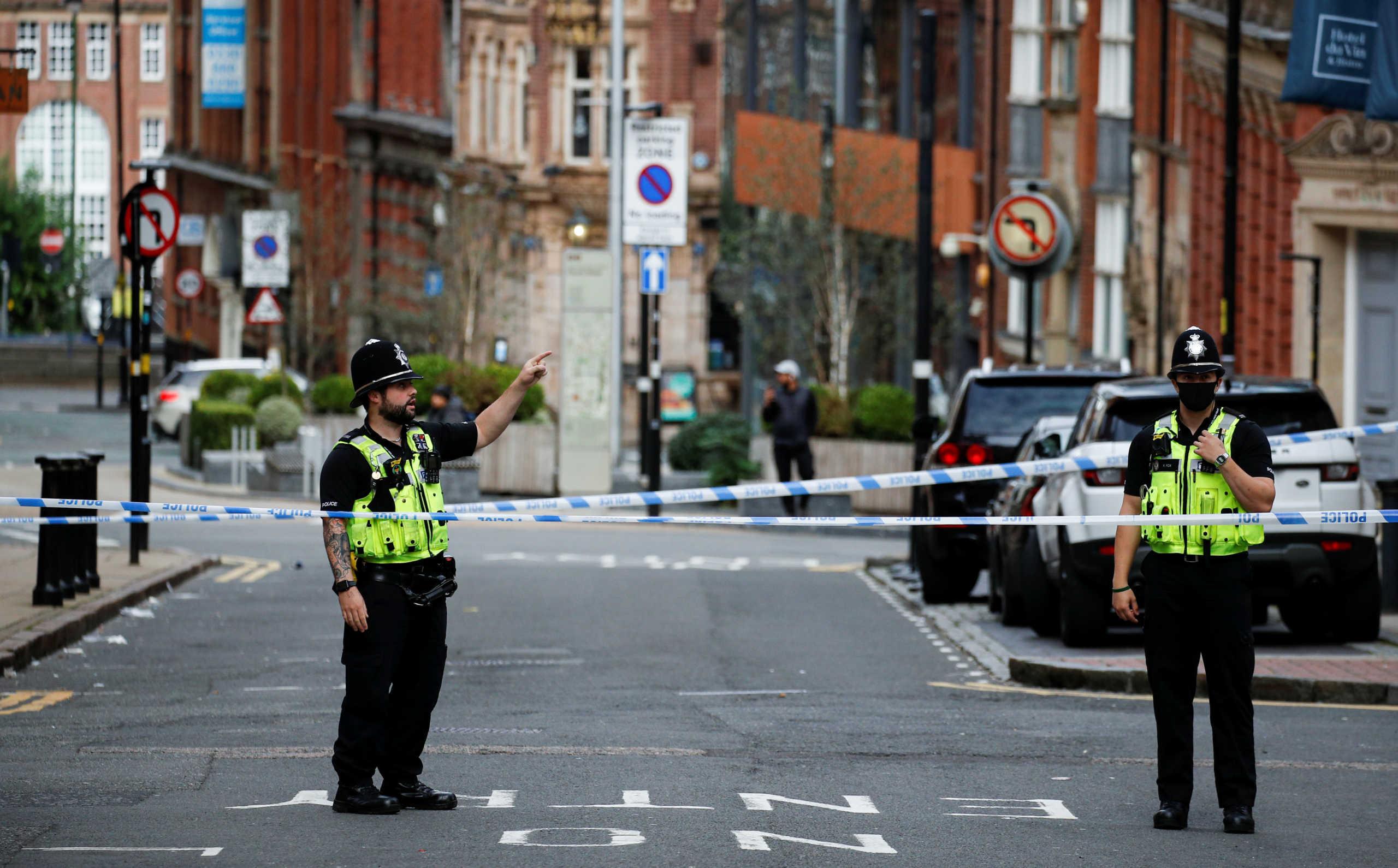 Ένας νεκρός και εφτά τραυματίες από την επίθεση με μαχαίρι στο Μπέρμιγχαμ (pics)