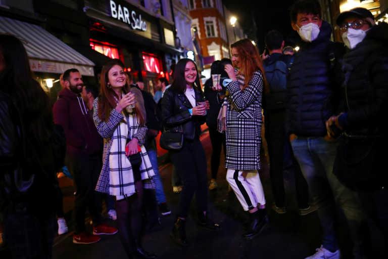 Βρετανία: Πάνω από το 80% των πολιτών δεν ακολουθούν την καραντίνα όταν βρεθούν θετικοί στον κορονοϊό