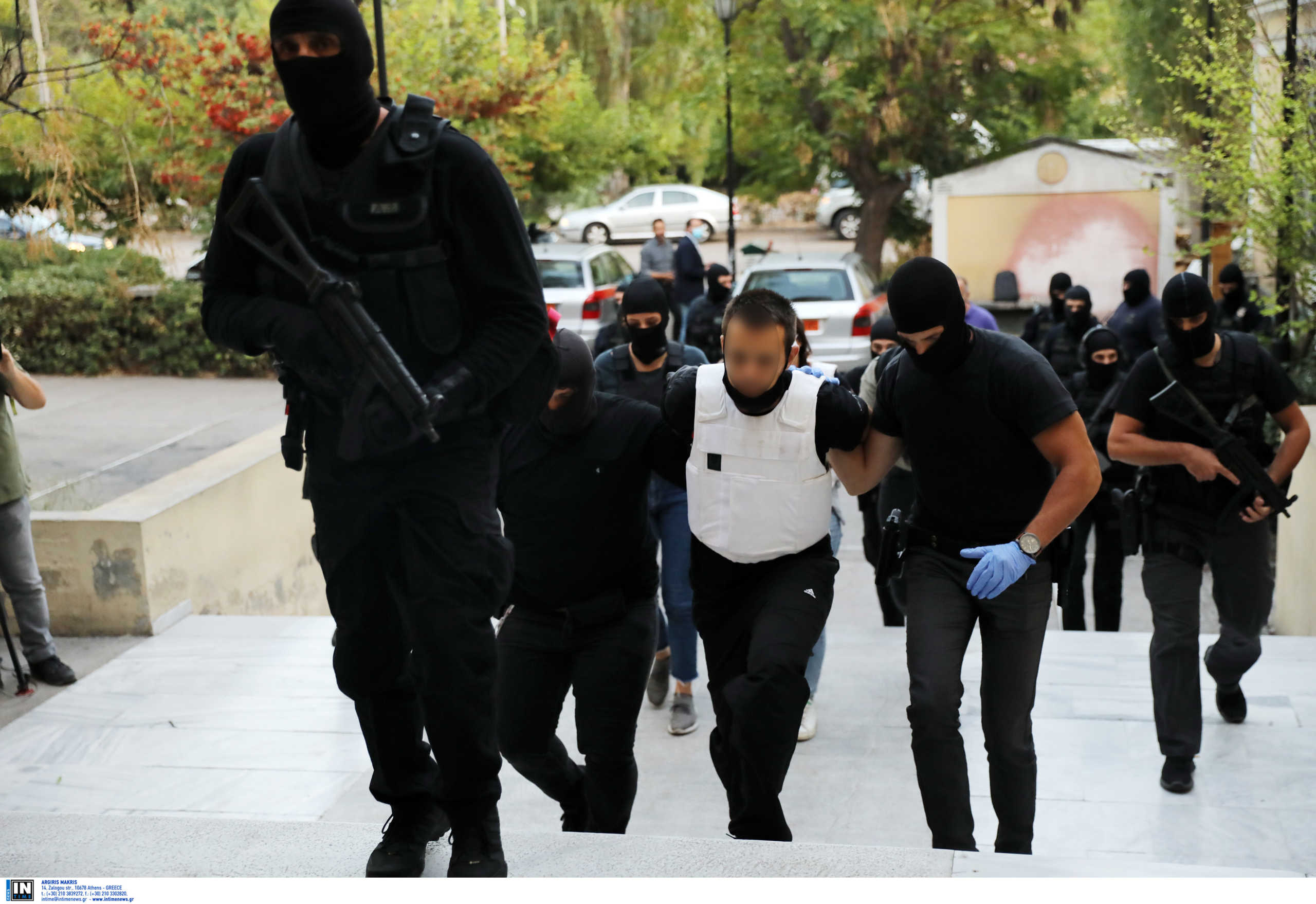 Επιχείρηση Αντιτρομοκρατικής: Στον εισαγγελέα οι τρεις συλληφθέντες – Τα ευρήματα σε Κουκάκι και Πετράλωνα (pics)