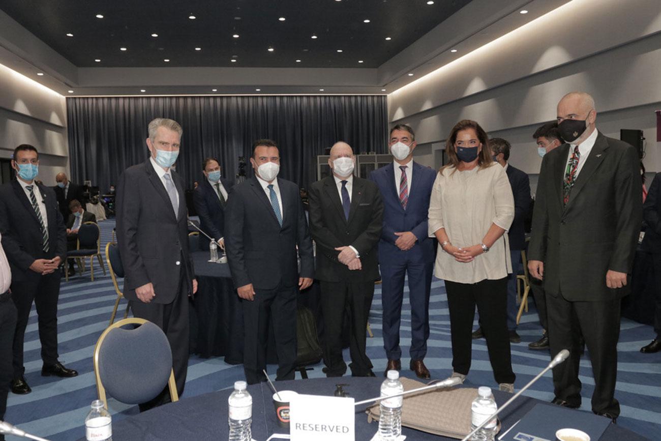 «Καυγάς» Μπακογιάννη – Ράμα στον Economist για ΑΟΖ και Τουρκία! Η αναφορά στο Διεθνές Δικαστήριο