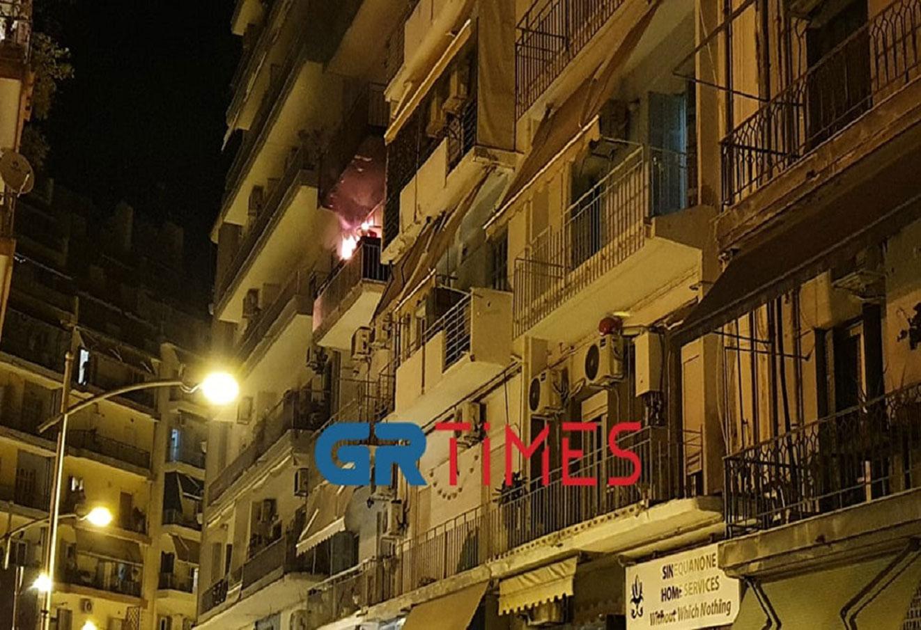 Φωτιά σε διαμέρισμα στη Θεσσαλονίκη – Δραματική επιχείρηση, 12 άνθρωποι στο νοσοκομείο (pics, vids)