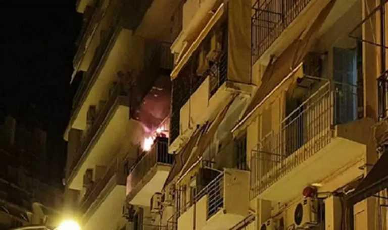 Θεσσαλονίκη: Στο νοσοκομείο δύο παιδιά και μία γυναίκα από τη μεγάλη φωτιά σε διαμέρισμα πολυκατοικίας (Βίντεο)