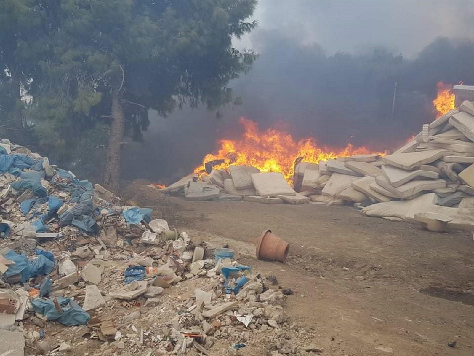 Φωτιά στο Βύρωνα: Δίωρη μάχη με τις φλόγες