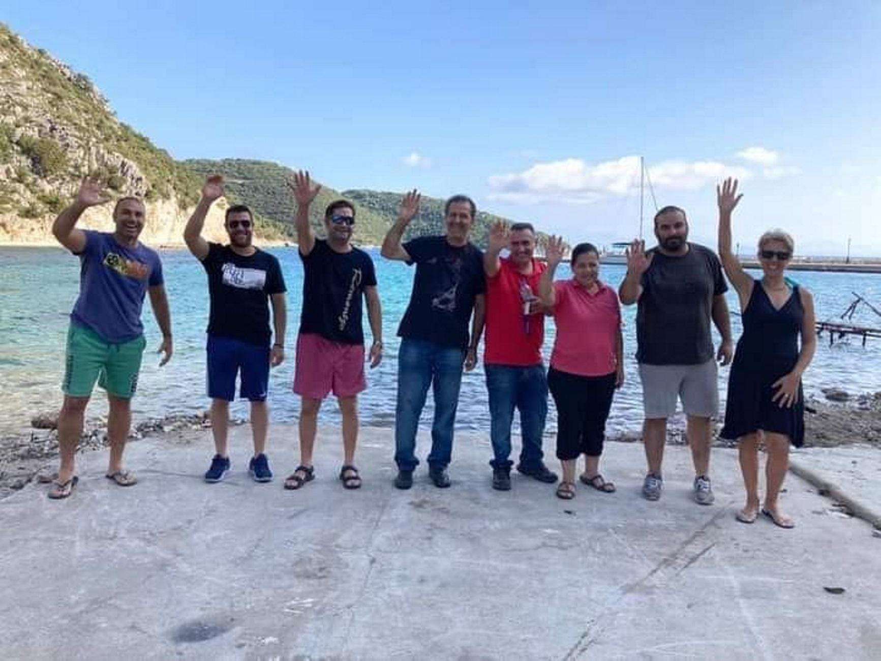 Ιθάκη: Χαμόγελα ελπίδας μπροστά στα χαλάσματα! Έτσι συγκίνησαν οι επιχειρηματίες στις Φρίκες (Φωτό)