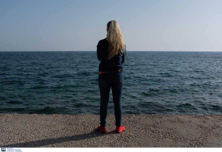 Θεσσαλονίκη: Η εξομολόγηση της γυναίκας που στη δουλειά της συνήθισε να αισθάνεται αόρατη (pics)
