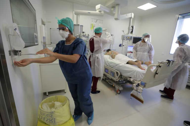 Κορονοϊός: Διπλασιάστηκαν σε ένα μήνα οι νοσηλείες στις ΗΠΑ – Ξεπέρασαν τις 90.000