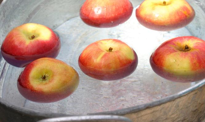 Πώς να εξαλείψεις τα υπολείμματα από φυτοφάρμακα σε φρούτα και λαχανικά