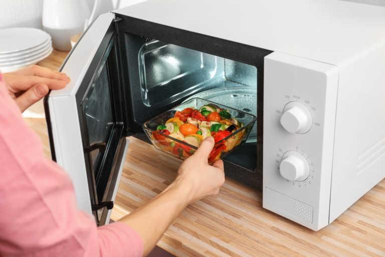5 άγνωστοι κίνδυνοι αν χρησιμοποιείς φούρνο μικροκυμάτων