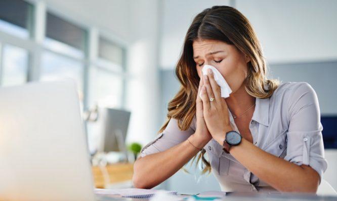 Κορονοϊός, γρίπη, κρυολόγημα: Τι διαφορές έχουν στα συμπτώματα