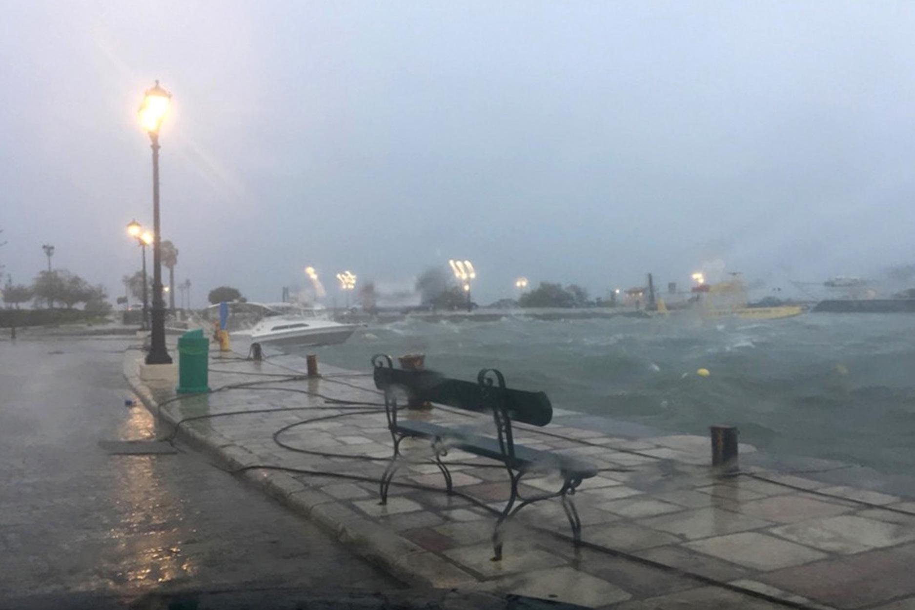 Καιρός αύριο: Έρχονται βροχές, καταιγίδες και χιόνια