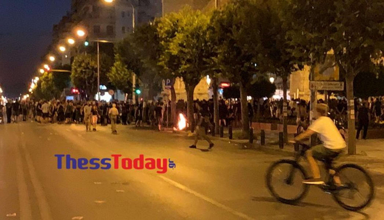 Θεσσαλονίκη:  Φωτιές από αντιεξουσιαστές στην Καμάρα (pics, vid)