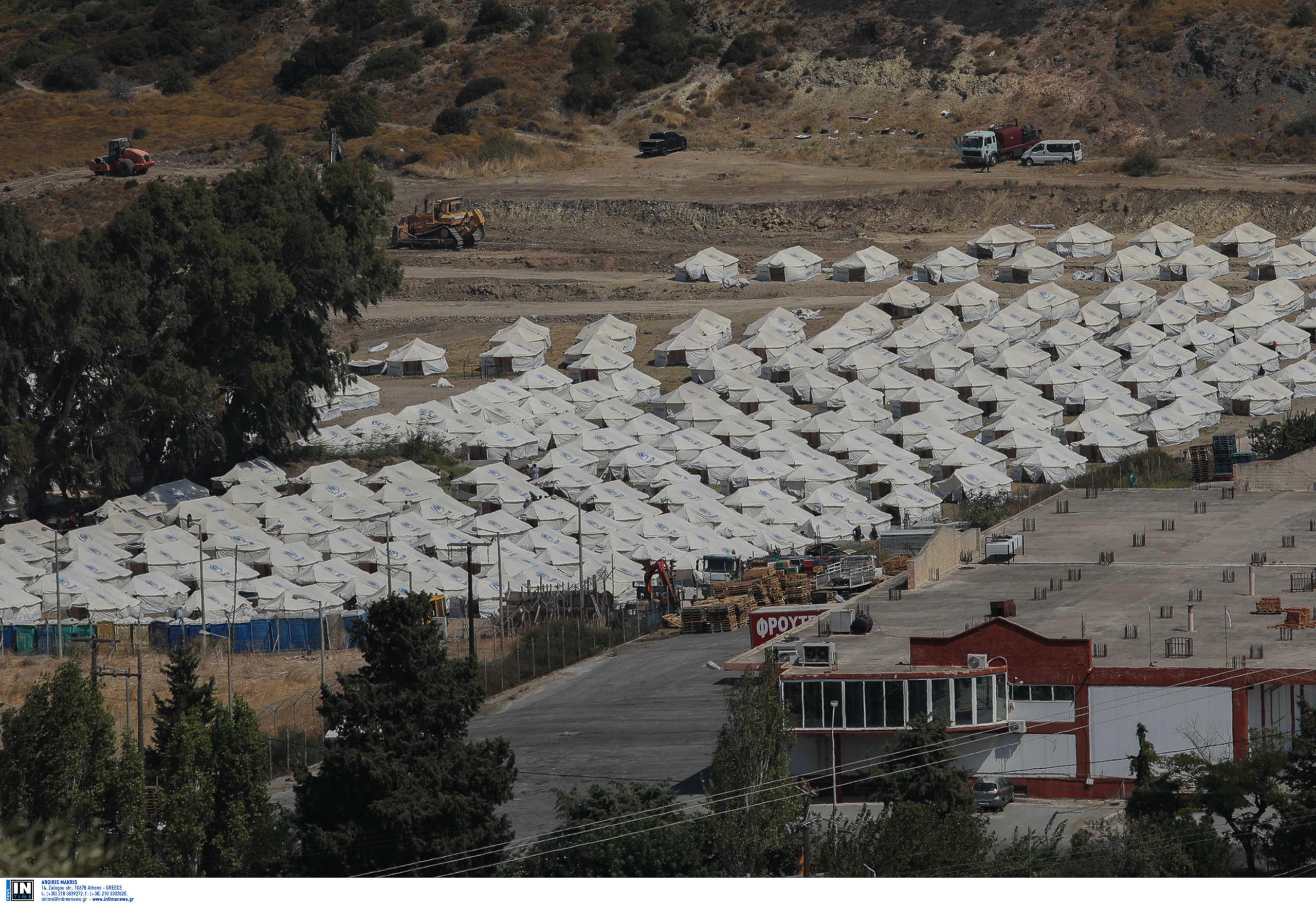 Λέσβος: Αυτοψία Μηταράκη στο προσωρινό ΚΥΤ του Κάρα Τεπέ – Οι διαπιστώσεις του υπουργού