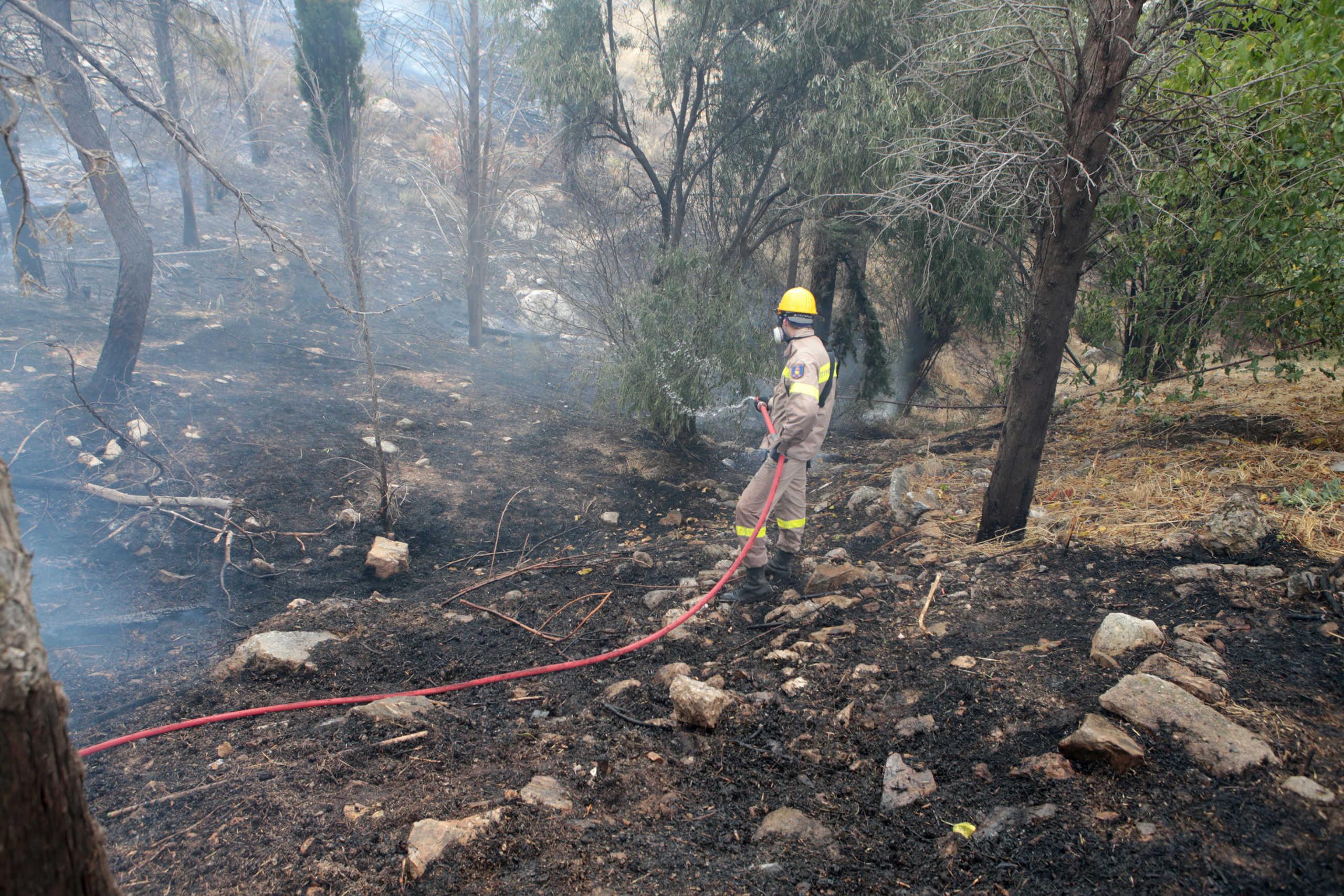Φωτιά στο Βύρωνα: Εκκενώθηκαν προληπτικά πολυκατοικίες – Φόβοι για αναζωπυρώσεις (pics, video)
