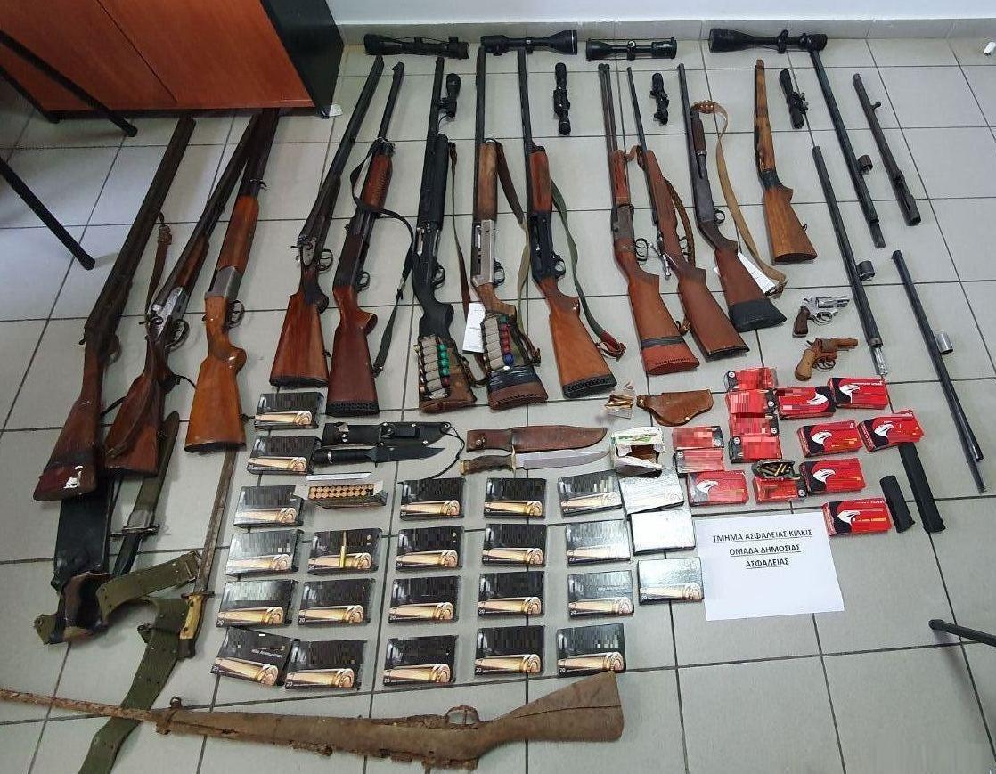 Κιλκίς: Ο στάβλος έκρυβε αυτές τις εικόνες! Κυνηγετικά όπλα, διόπτρες, μαχαίρια και φυσίγγια (Φωτό)