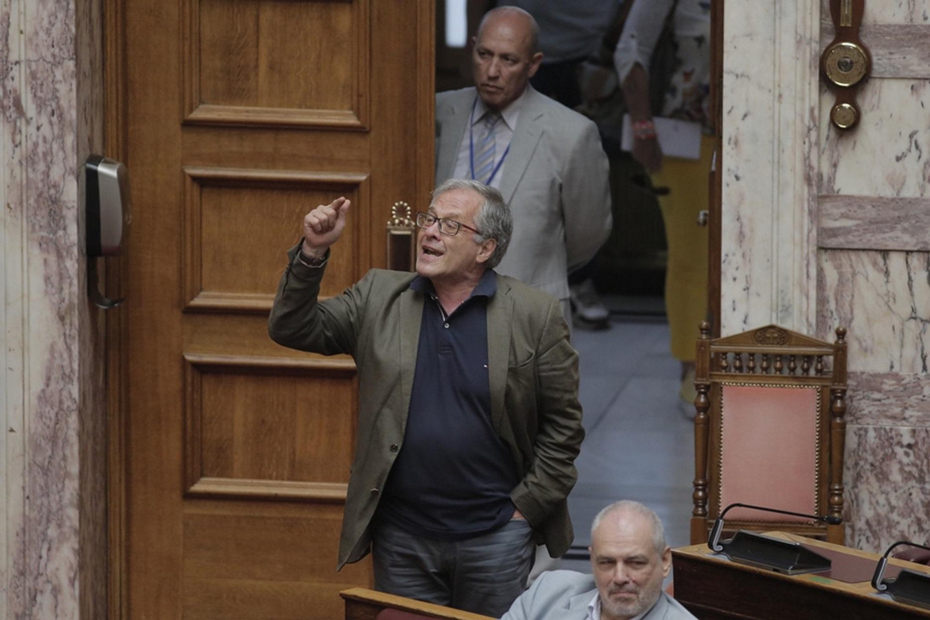 """Βουλή: Μομφή στον βουλευτή του ΣΥΡΙΖΑ Κωνσταντίνο Μάρκου για το """"σας κάναμε τον κω@@ να"""" (video)"""