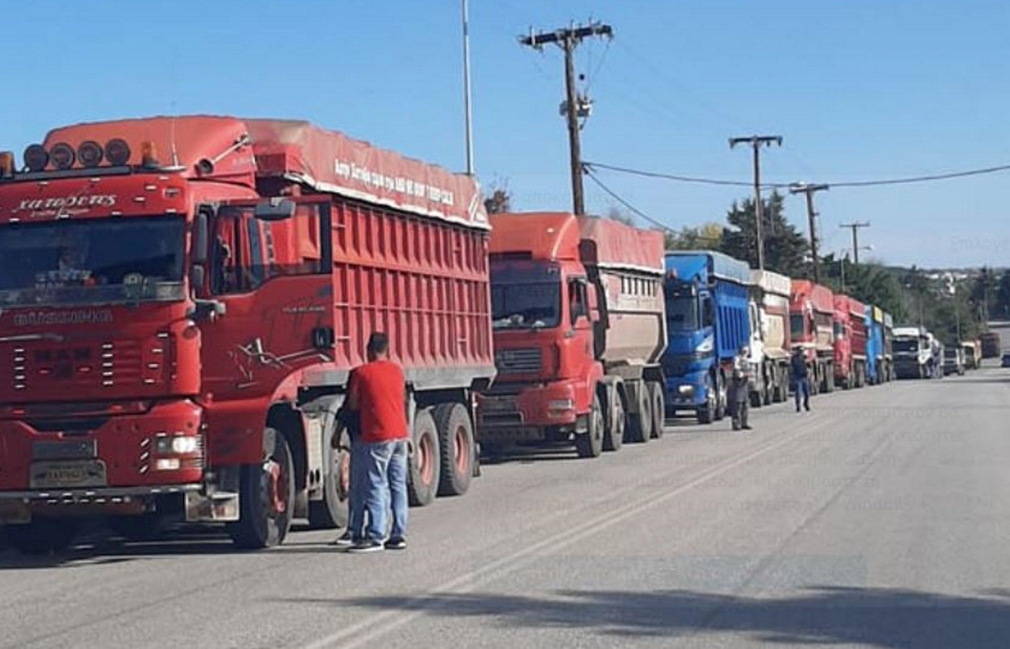"""Κοζάνη: Κομβόι 50 φορτηγών στο δρόμο για την Περιφέρεια! """"Μένουμε χωρίς δουλειά την πιο δύσκολη εποχή"""" (Βίντεο)"""