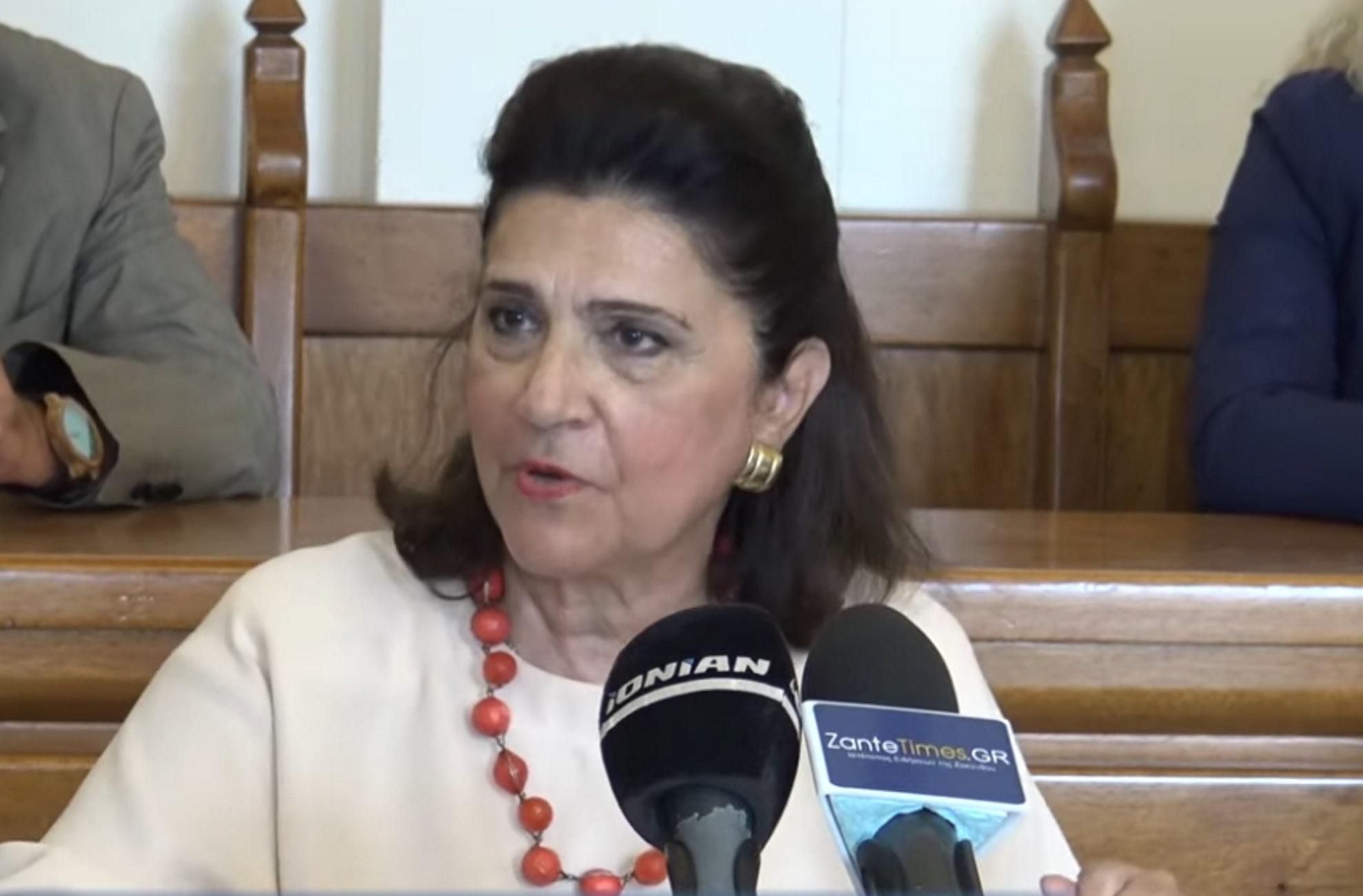Ζάκυνθος: Λύθηκε το μυστήριο για τα μεταξωτά φουλάρια που παρήγγειλε η Περιφέρεια Ιονίων Νήσων (Βίντεο)