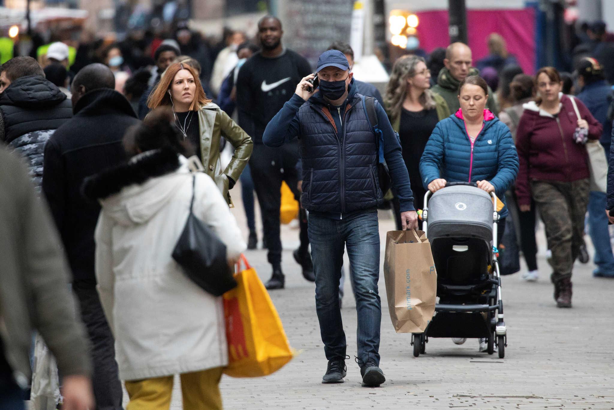 Μια ανάσα από το lockdown το Λονδίνο! Σκληρά μέτρα για έξι μήνες