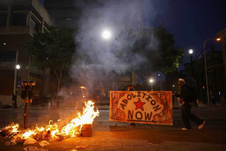 Χάος στο Λούισβιλ μετά την εξοργιστική απόφαση για την υπόθεση Μπριόνα Τέιλορ - Πυροβολήθηκαν αστυνομικοί